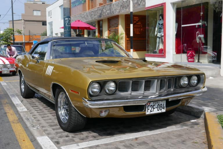 Plymouth barracuda 1971 on the road